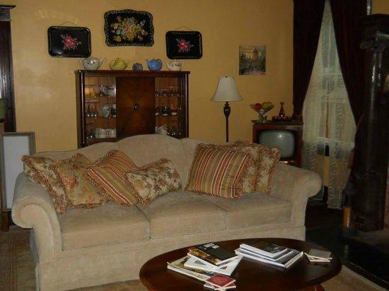 Rosen House Inn : sitting area downstairs