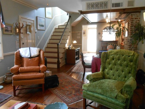 Armstrong Inns Bed and Breakfast: Stairs to Bedroom & Bath