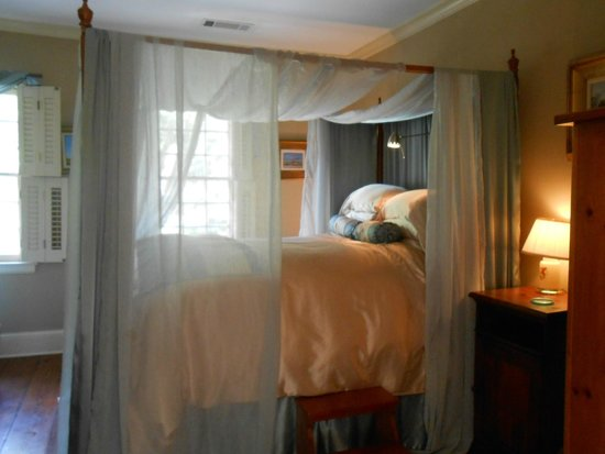 Armstrong Inns Bed and Breakfast: Bedroom