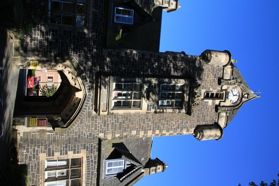 The Stirling Highland Hotel: Tower and car entrance