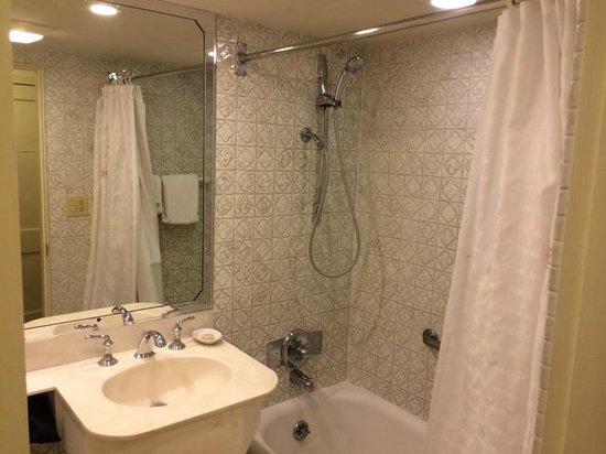 Riverside Hotel: Banheiro