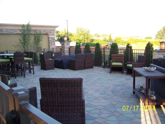 Hampton Inn & Suites Williamsport Faxon: Outside patio