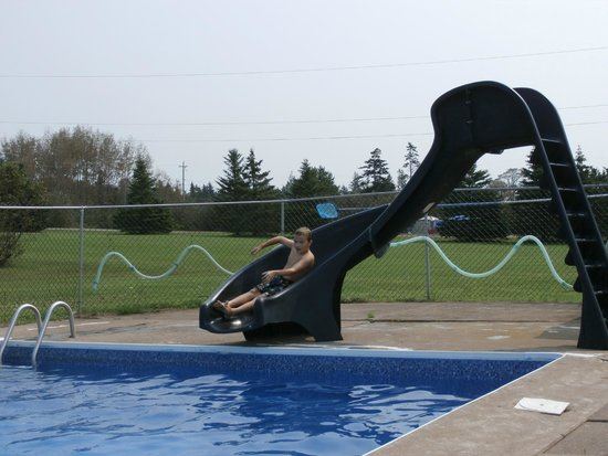 Five Islands Rv Campground and Resort: Waterslide at the pool