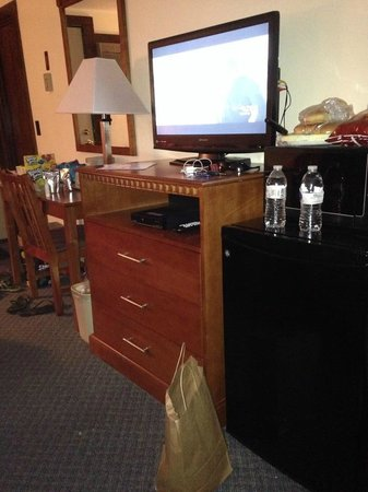 North Colony Motel and Cottages: Flat screen tv, dvd player, fridge & microwave