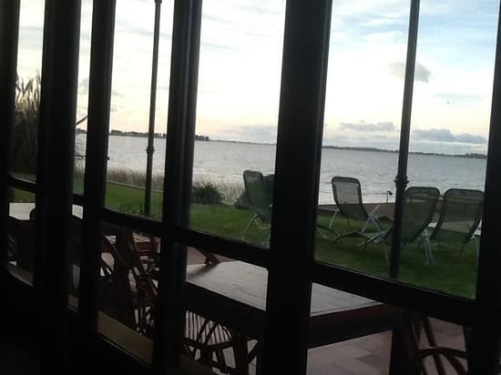 Estancia La Alameda: desde el comedor vista de la Laguna