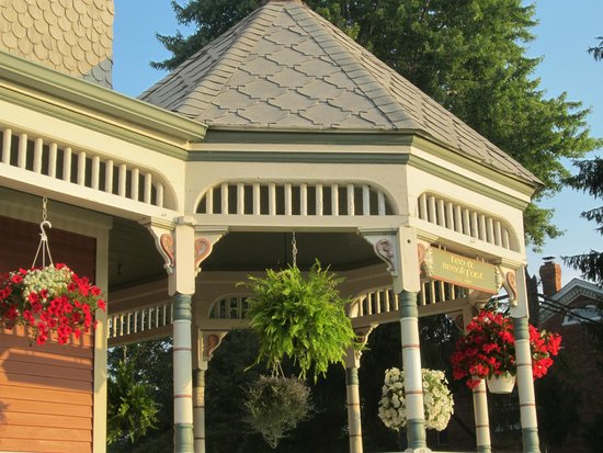 Heather House : Porch Gazebo