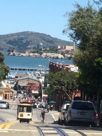 Cable Cars: Fisherman's wharf & Alcatrazを見下ろす