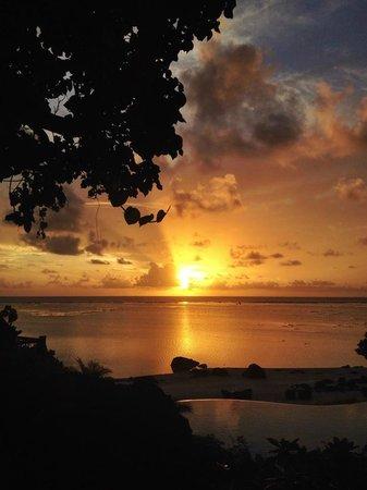 Pacific Resort Aitutaki: South Pacific Sunset