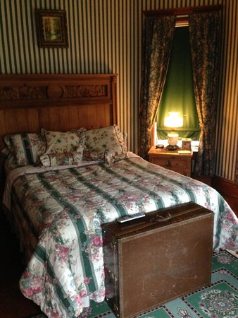 Marquis Manor Bed and Breakfast: Ms. Adeline's Room