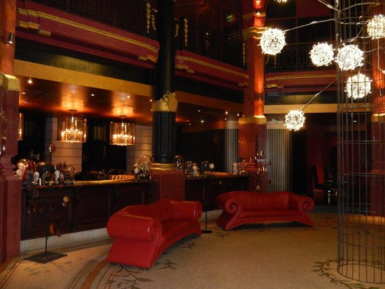 Lobby/Lounge area at the Hotel Banke