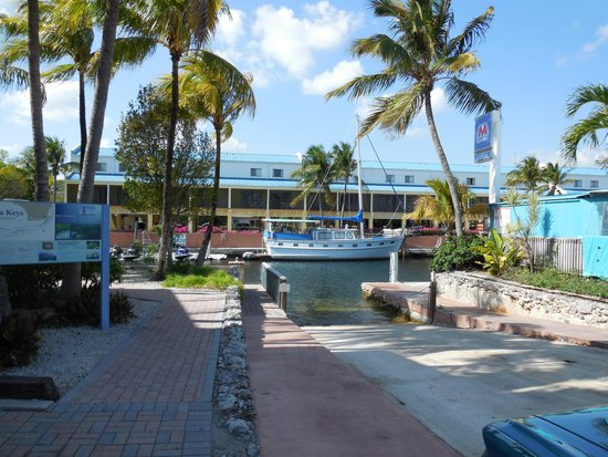 Key West Inn - Key Largo: view oppsite