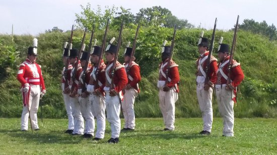 Fort George National Historic Site of Canada: Redcoats drilling