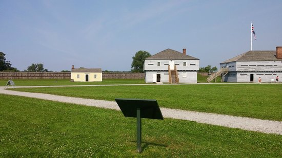 Fort George National Historic Site of Canada: Fort George buildings