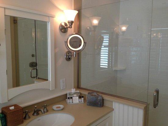 Castle Hill Inn: Superior Beach Cottage Sink.Shower