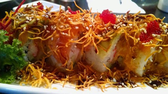 Iya Sushi and Noodle Kitchen: Flying Tiger Roll. Absolutely delicious!