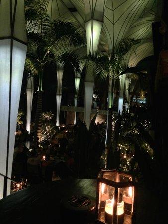 Merah Putih Restaurant: Bar Table.
