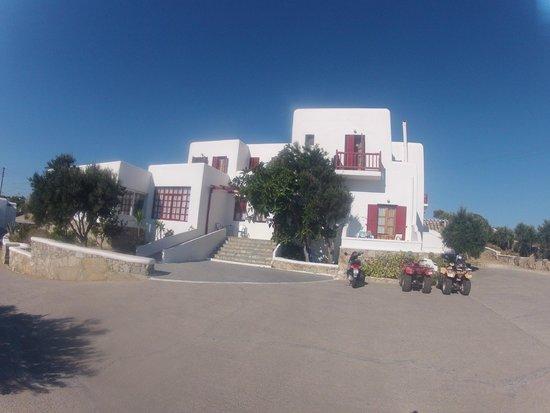 Charissi Hotel: fachada