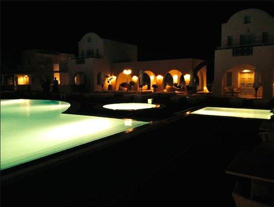 El Greco : Pool view at night.