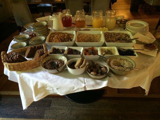 Schoolhouse Hotel: Cold breakfast spread