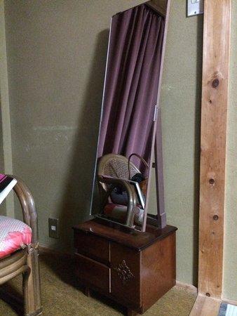 Resort Inn Kuroiwaso: 怖い感じの一面鏡です(・_・;