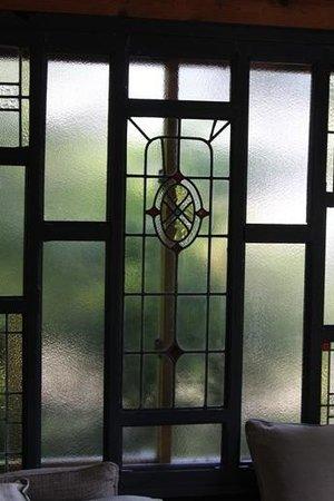 Auberge Meson: ステンドグラス調の窓