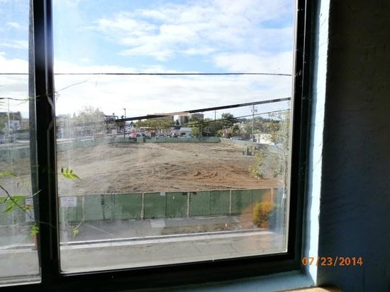 Stanford Terrace Inn : window view at end of building