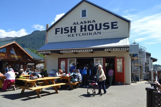 Alaska Fish House: Outside seating