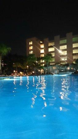 Hyatt Regency Orlando: Pool at night time