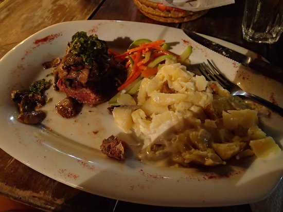 Dopi's: Mouth watering filet mignon
