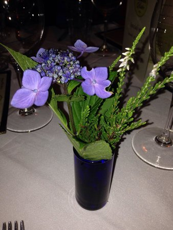 PB Boulangerie Bistro: Great food and beautiful flowers at PB