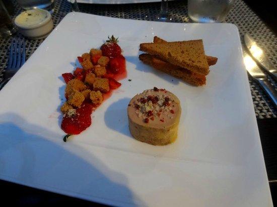 Le Jardin Delice : Petit fois-gras aux ... fraises et pain d'épice (pas maison) ! Pas formidable ...
