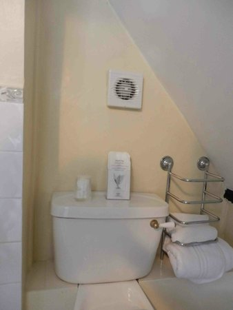 Easington House: WC worked every 20 mins, fan didn't work, door stayed open