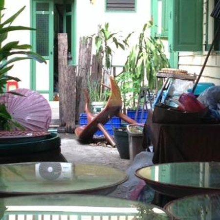 Baan Tepa: courtyard