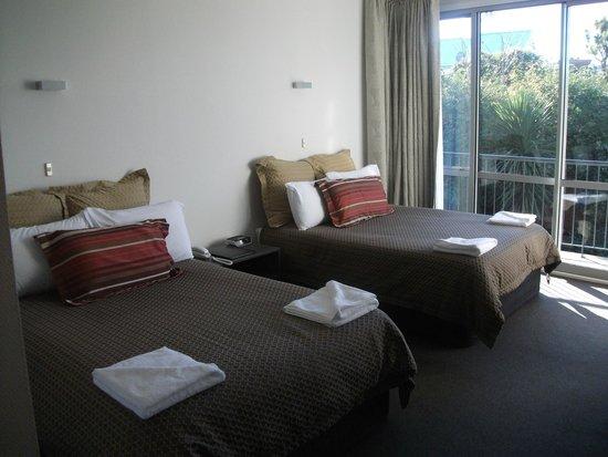 Pacific Park Suites: Deluxe Room