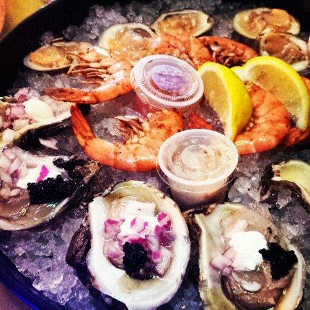 Tiki Bar & Restaurant: Best dirty oysters!