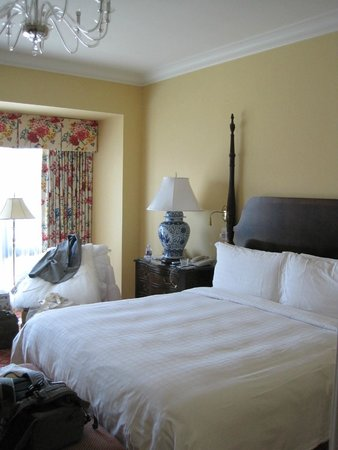 Four Seasons Hotel Westlake Village: King-sized bed with world's most comfy mattress!