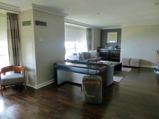Hilton Chicago : Living room