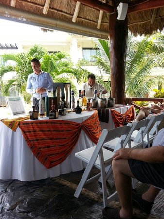 Azul Beach Hotel : Tequila tasting