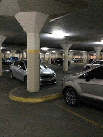 NH Gran Hotel Provincial: Estacionamiento grande( hay otro chico)