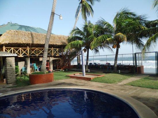 Punta Roca Surf Resort: vista a la playa