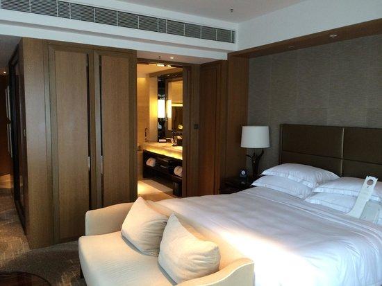 The Ritz-Carlton, Hong Kong : Corner room