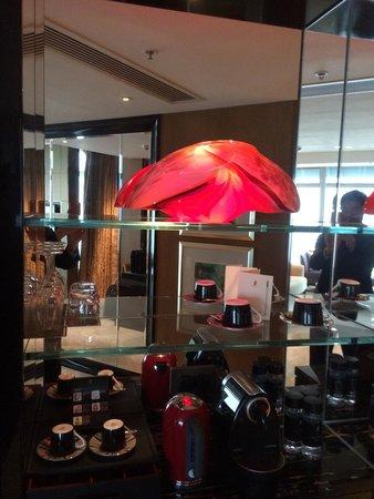 The Ritz-Carlton, Hong Kong : Nespresso & crystal sculpture