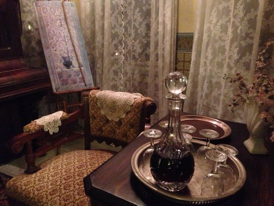 Leith Hall Bed and Breakfast: Sherry for the guests