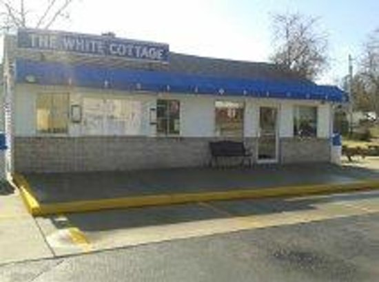 The White Cottage Restaurant: beautiful old building