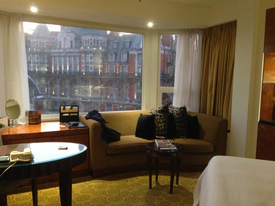 The Park Tower Knightsbridge, A Luxury Collection Hotel, London: Room with a view