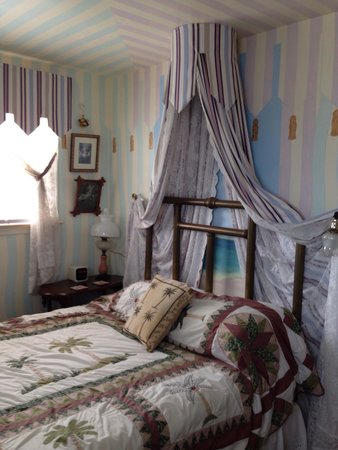 Leith Hall Bed and Breakfast: The angel bedroom of the Audubon suite