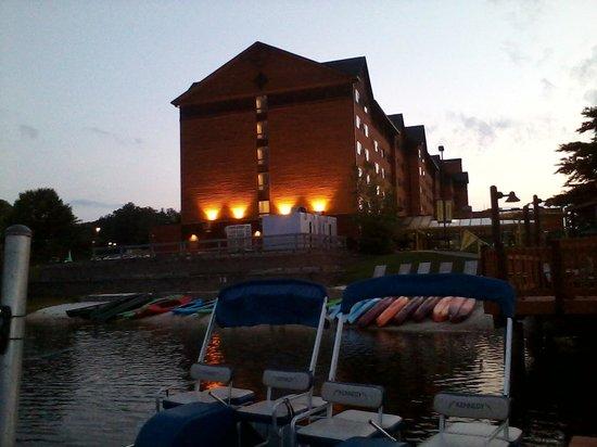 Rocky Gap Casino Resort : beautiful evening view