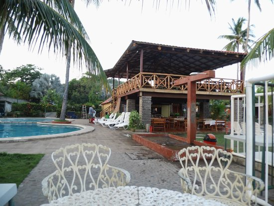 Punta Roca Surf Resort: Terraza