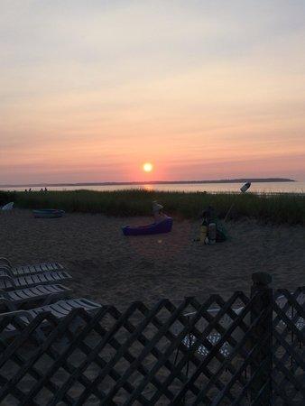 Echo Motel & Oceanfront Cottages: Sunrise