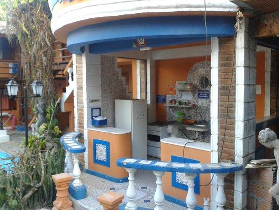Arraial d'Ajuda Hostel : Foto da cozinha comunitária externa
